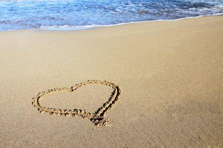 sand_heart_and_ocean_187066