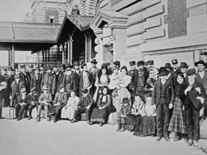 new-immigrants-on-ellis-island-new-york-1910
