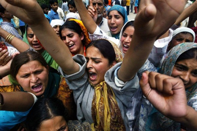 Kashmiri women shout anti-Indian slogans during a protest demonstration against the arrest of a girl by paramilitary soldiers during a raid in Maloora, in the outskirts of Srinagar, India, Thursday, Aug. 9, 2007. Paramilitary soldiers fired tear gas to disperse hundreds of angry protesters demonstrating against the arrest. (AP Photo/Rafiq Maqbool)