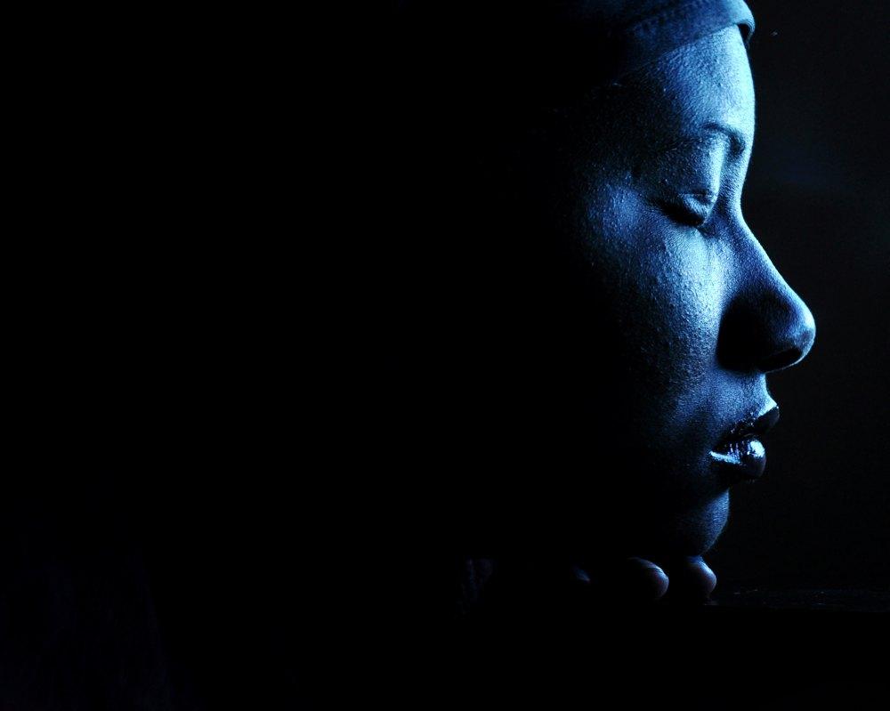 black woman pray